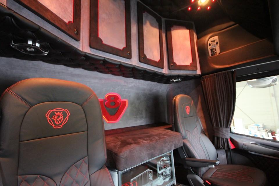 beispiele lkw kabinenverkleidungen komplette lkw inneneinrichtungen. Black Bedroom Furniture Sets. Home Design Ideas
